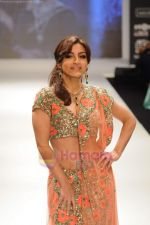 Soha Ali Khan walks the ramp for Beti Gitanjali Show at IIJW 2011 in Grand Hyatt on 31st July 2011 (266).JPG