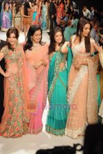 Soha Ali Khan, Bipasha Basu, Riya Sen, Raageshwari Loomba walks the ramp for Beti Gitanjali Show at IIJW 2011 in Grand Hyatt on 31st July 2011 (317).JPG