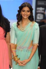 Sonam Kapoor walks the ramp for Beti Gitanjali Show at IIJW 2011 in Grand Hyatt on 31st July 2011 (175).JPG