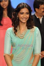 Sonam Kapoor walks the ramp for Beti Gitanjali Show at IIJW 2011 in Grand Hyatt on 31st July 2011 (184).JPG
