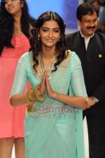 Sonam Kapoor walks the ramp for Beti Gitanjali Show at IIJW 2011 in Grand Hyatt on 31st July 2011 (188).JPG