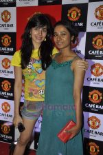 Tanishta Chatterjee, Kirti Kulhari at Manchester United Cafe launch in Malad on 31st July 2011 (12).JPG