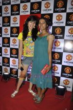 Tanishta Chatterjee, Kirti Kulhari at Manchester United Cafe launch in Malad on 31st July 2011 (13).JPG