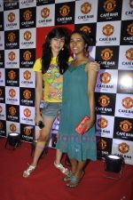 Tanishta Chatterjee, Kirti Kulhari at Manchester United Cafe launch in Malad on 31st July 2011 (14).JPG