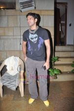 Farhan Akhtar snapped in Bandra, Mumbai on 1st Aug 2011 (22).JPG