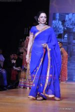 Hema Malini walks the ramp for Scintillating Jewellery show at IIJW 2011 Day 2 in Grand Hyatt on 1st Aug 2011 (56).JPG