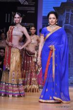 Hema Malini walks the ramp for Scintillating Jewellery show at IIJW 2011 Day 2 in Grand Hyatt on 1st Aug 2011 (64).JPG