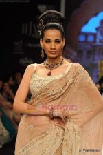 I AM She 2011 winner walks the ramp for Golecha Jewels at IIJW 2011 in Grand Hyatt, Mumbai on 1st Aug 2011 (21).JPG