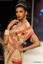 I AM She 2011 winner walks the ramp for Golecha Jewels at IIJW 2011 in Grand Hyatt, Mumbai on 1st Aug 2011 (30).JPG