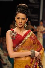 I AM She 2011 winner walks the ramp for Golecha Jewels at IIJW 2011 in Grand Hyatt, Mumbai on 1st Aug 2011 (35).JPG