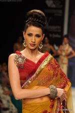 I AM She 2011 winner walks the ramp for Golecha Jewels at IIJW 2011 in Grand Hyatt, Mumbai on 1st Aug 2011 (36).JPG