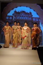 I AM She 2011 winner walks the ramp for Golecha Jewels at IIJW 2011 in Grand Hyatt, Mumbai on 1st Aug 2011 (38).JPG