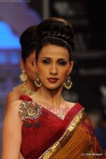 I AM She 2011 winner walks the ramp for Golecha Jewels at IIJW 2011 in Grand Hyatt, Mumbai on 1st Aug 2011 (40).JPG