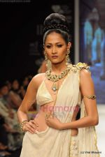 I AM She 2011 winner walks the ramp for Golecha Jewels at IIJW 2011 in Grand Hyatt, Mumbai on 1st Aug 2011 (50).JPG