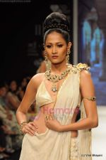 I AM She 2011 winner walks the ramp for Golecha Jewels at IIJW 2011 in Grand Hyatt, Mumbai on 1st Aug 2011 (51).JPG