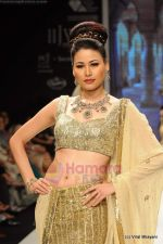 I AM She 2011 winner walks the ramp for Golecha Jewels at IIJW 2011 in Grand Hyatt, Mumbai on 1st Aug 2011 (54).JPG