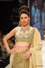 I AM She 2011 winner walks the ramp for Golecha Jewels at IIJW 2011 in Grand Hyatt, Mumbai on 1st Aug 2011 (55).JPG