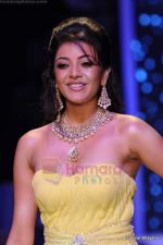 Kajal Aggarwal walks the ramp for CVM exports show at IIJW 2011 Day 2 in Grand Hyatt on 1st Aug 2011 (91).JPG