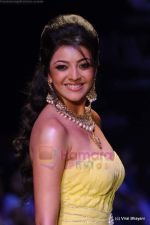 Kajal Aggarwal walks the ramp for CVM exports show at IIJW 2011 Day 2 in Grand Hyatt on 1st Aug 2011 (95).JPG