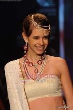Kalki Koechlin walks the ramp for Kays Jewels show at IIJW 2011 Day 2 in Grand Hyatt on 1st Aug 2011 (3).JPG