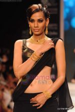 Model walks the ramp for CVM exports show at IIJW 2011 Day 2 in Grand Hyatt on 1st Aug 2011 (12).JPG