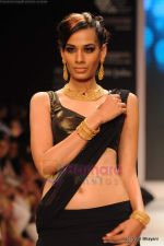 Model walks the ramp for CVM exports show at IIJW 2011 Day 2 in Grand Hyatt on 1st Aug 2011 (13).JPG