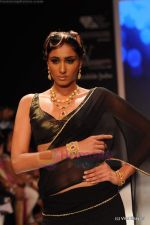 Model walks the ramp for CVM exports show at IIJW 2011 Day 2 in Grand Hyatt on 1st Aug 2011 (20).JPG