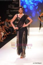 Model walks the ramp for CVM exports show at IIJW 2011 Day 2 in Grand Hyatt on 1st Aug 2011 (22).JPG