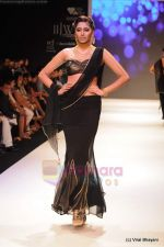 Model walks the ramp for CVM exports show at IIJW 2011 Day 2 in Grand Hyatt on 1st Aug 2011 (24).JPG
