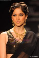 Model walks the ramp for CVM exports show at IIJW 2011 Day 2 in Grand Hyatt on 1st Aug 2011 (28).JPG