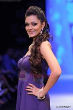 Model walks the ramp for CVM exports show at IIJW 2011 Day 2 in Grand Hyatt on 1st Aug 2011 (3).JPG