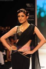 Model walks the ramp for CVM exports show at IIJW 2011 Day 2 in Grand Hyatt on 1st Aug 2011 (32).JPG