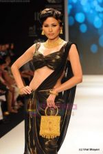 Model walks the ramp for CVM exports show at IIJW 2011 Day 2 in Grand Hyatt on 1st Aug 2011 (35).JPG
