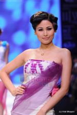 Model walks the ramp for CVM exports show at IIJW 2011 Day 2 in Grand Hyatt on 1st Aug 2011 (5).JPG