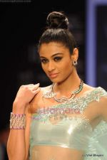 Model walks the ramp for International Gemological Institute show at IIJW 2011 Day 2 in Grand Hyatt on 1st Aug 2011 (101).JPG