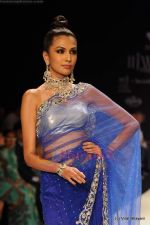 Model walks the ramp for International Gemological Institute show at IIJW 2011 Day 2 in Grand Hyatt on 1st Aug 2011 (102).JPG