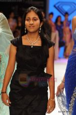 Model walks the ramp for International Gemological Institute show at IIJW 2011 Day 2 in Grand Hyatt on 1st Aug 2011 (56).JPG