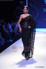 Model walks the ramp for International Gemological Institute show at IIJW 2011 Day 2 in Grand Hyatt on 1st Aug 2011 (57).JPG