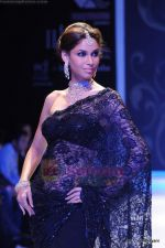 Model walks the ramp for International Gemological Institute show at IIJW 2011 Day 2 in Grand Hyatt on 1st Aug 2011 (62).JPG