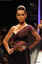 Model walks the ramp for International Gemological Institute show at IIJW 2011 Day 2 in Grand Hyatt on 1st Aug 2011 (75).JPG