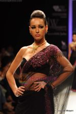 Model walks the ramp for International Gemological Institute show at IIJW 2011 Day 2 in Grand Hyatt on 1st Aug 2011 (76).JPG