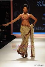Model walks the ramp for International Gemological Institute show at IIJW 2011 Day 2 in Grand Hyatt on 1st Aug 2011 (81).JPG