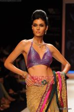 Model walks the ramp for International Gemological Institute show at IIJW 2011 Day 2 in Grand Hyatt on 1st Aug 2011 (93).JPG