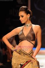 Model walks the ramp for International Gemological Institute show at IIJW 2011 Day 2 in Grand Hyatt on 1st Aug 2011 (95).JPG