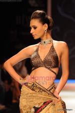 Model walks the ramp for International Gemological Institute show at IIJW 2011 Day 2 in Grand Hyatt on 1st Aug 2011 (96).JPG