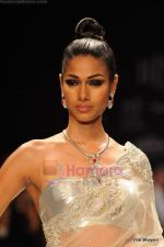 Model walks the ramp for International Gemological Institute show at IIJW 2011 Day 2 in Grand Hyatt on 1st Aug 2011 (99).JPG
