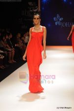 Model walks the ramp for Johara by Divya Ahuja show at IIJW 2011 Day 2 in Grand Hyatt on 1st Aug 2011 (104).JPG