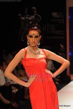 Model walks the ramp for Johara by Divya Ahuja show at IIJW 2011 Day 2 in Grand Hyatt on 1st Aug 2011 (105).JPG