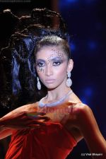 Model walks the ramp for Johara by Divya Ahuja show at IIJW 2011 Day 2 in Grand Hyatt on 1st Aug 2011 (117).JPG