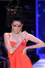 Model walks the ramp for Johara by Divya Ahuja show at IIJW 2011 Day 2 in Grand Hyatt on 1st Aug 2011 (70).JPG